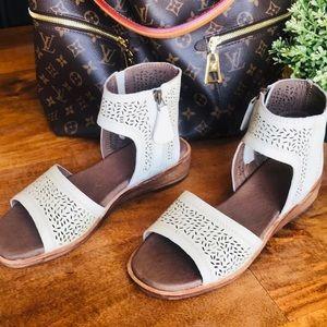 Anthropologie Gee Wawa Boho Gladiator Leather